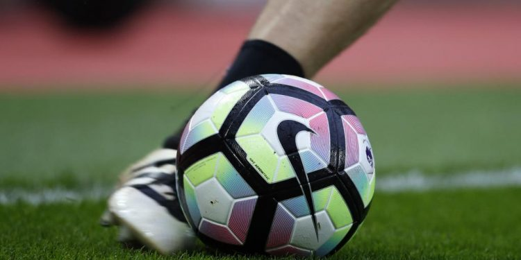 Pieds frappe dans une ballon