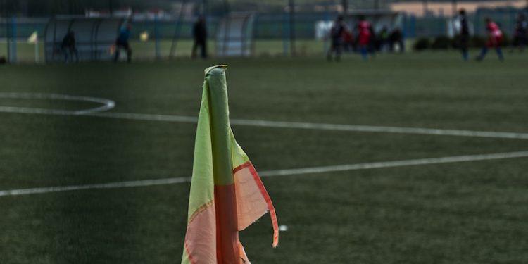 Drapeau corner sur un terrain de football