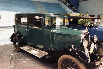 Véhicule ancien des 100 ans de Citroën