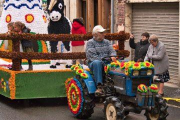 Tracteur titant un char de la foire aux pommes de Neuilly-St-Front 2019