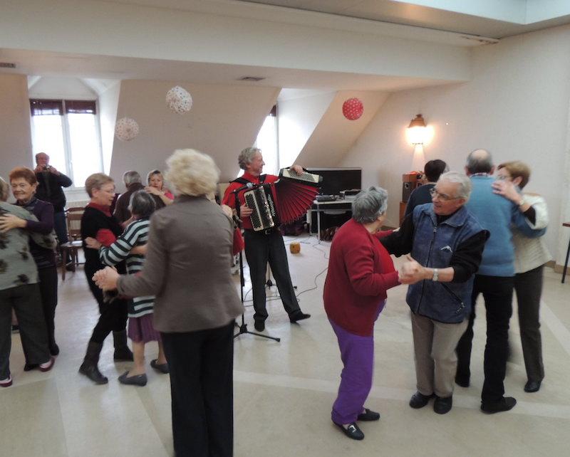 Après-midi dansant à la Résidence Bellevue.