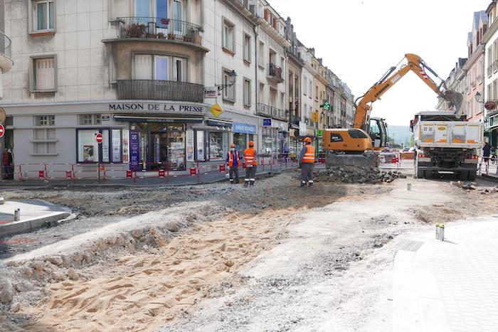 Chaussée en travaux, rue Carnot à Château-Thierry