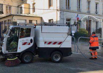 Camion de nattoyage des rues à Château-Thierry