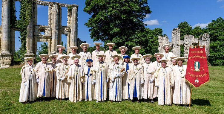 Photo de groupe de la confrérie du Brie de Meaux